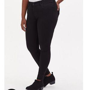 Torrid Black Bombshell Skinny size 24